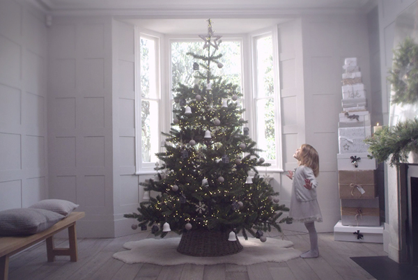 How To Decorate Your Tree – The White Company Way