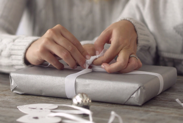 How To Wrap Perfect Presents – with The White Company
